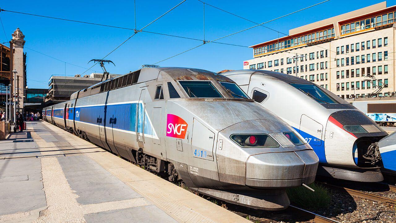 Tous les trains de la SNCF sont bloqués pour cause de grève !
