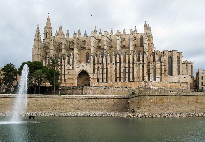 Armengol traspasa la gestión de la Seu a la Generalitat de Cataluña